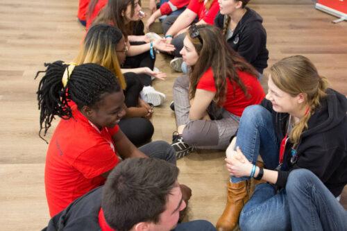 Teilnehmende aus aller Welt auf der Jugendkonferenz 2019 in Berlin
